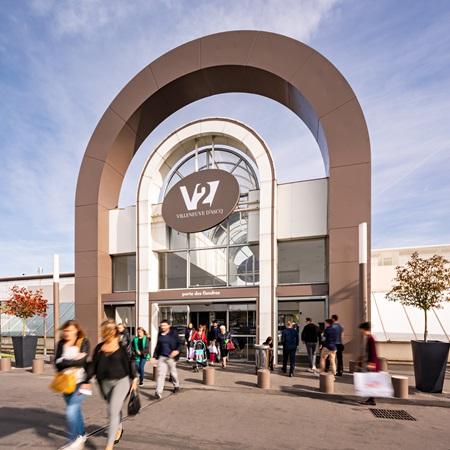 picture of villeneuve 2's outside parking and entrance