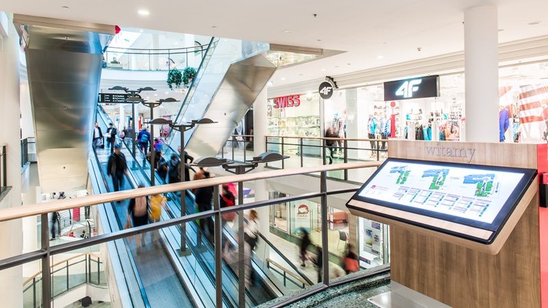 Digital totems guide customers in the shopping centre Wilenska