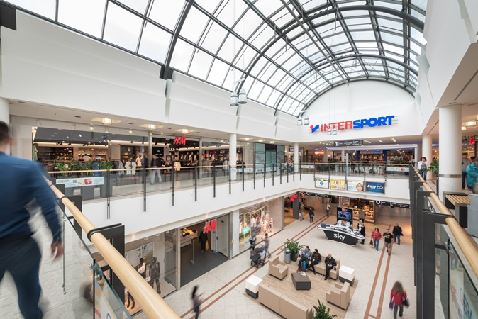 picture resting areas and shopping alleys in gera arcaden