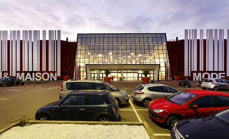Picture of the main facade of l'usine mode et maison