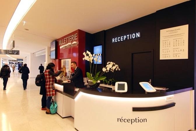 picture of the reception desk at les boutiques du palais