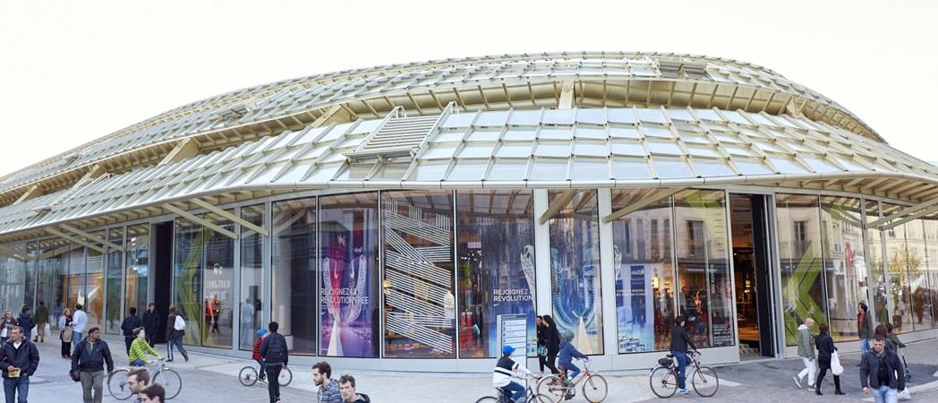 Picture of shopfronts at Le Forum des Halles shopping centre