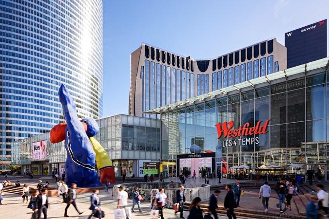 Picture of les Quatre Temps shopping centre's facade